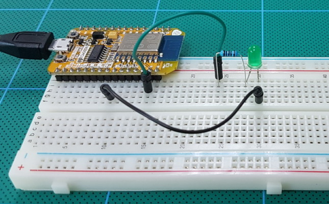 ESP8266_020_Sketch01_Breadboard._800